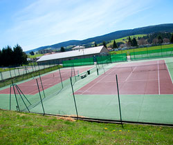 courts de tennis en plein-air