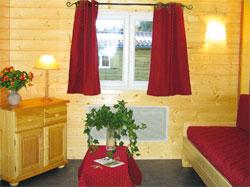 équipements et espace de détente cosy dans chalets en boisl